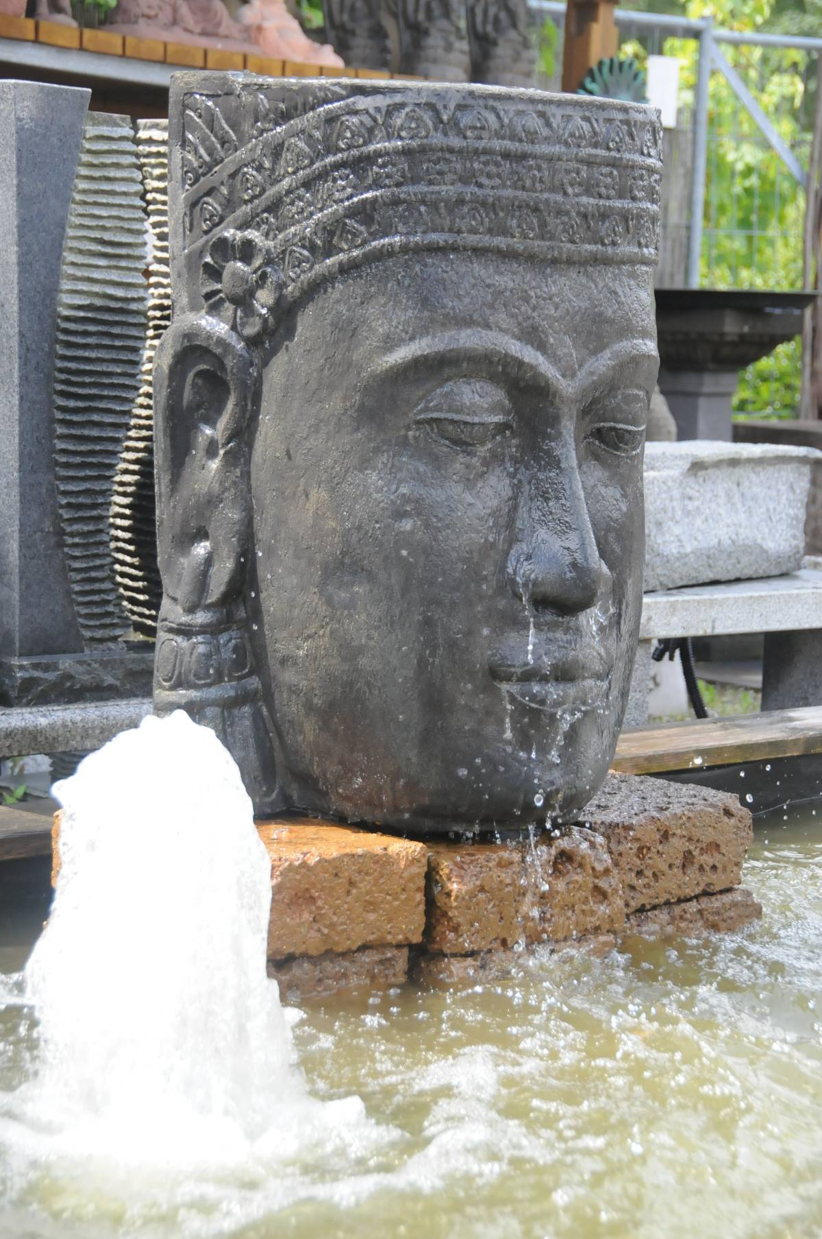 wasserfall khmer kopf steinguss buddha wasserwand garten brunnen mit pumpe ebay. Black Bedroom Furniture Sets. Home Design Ideas